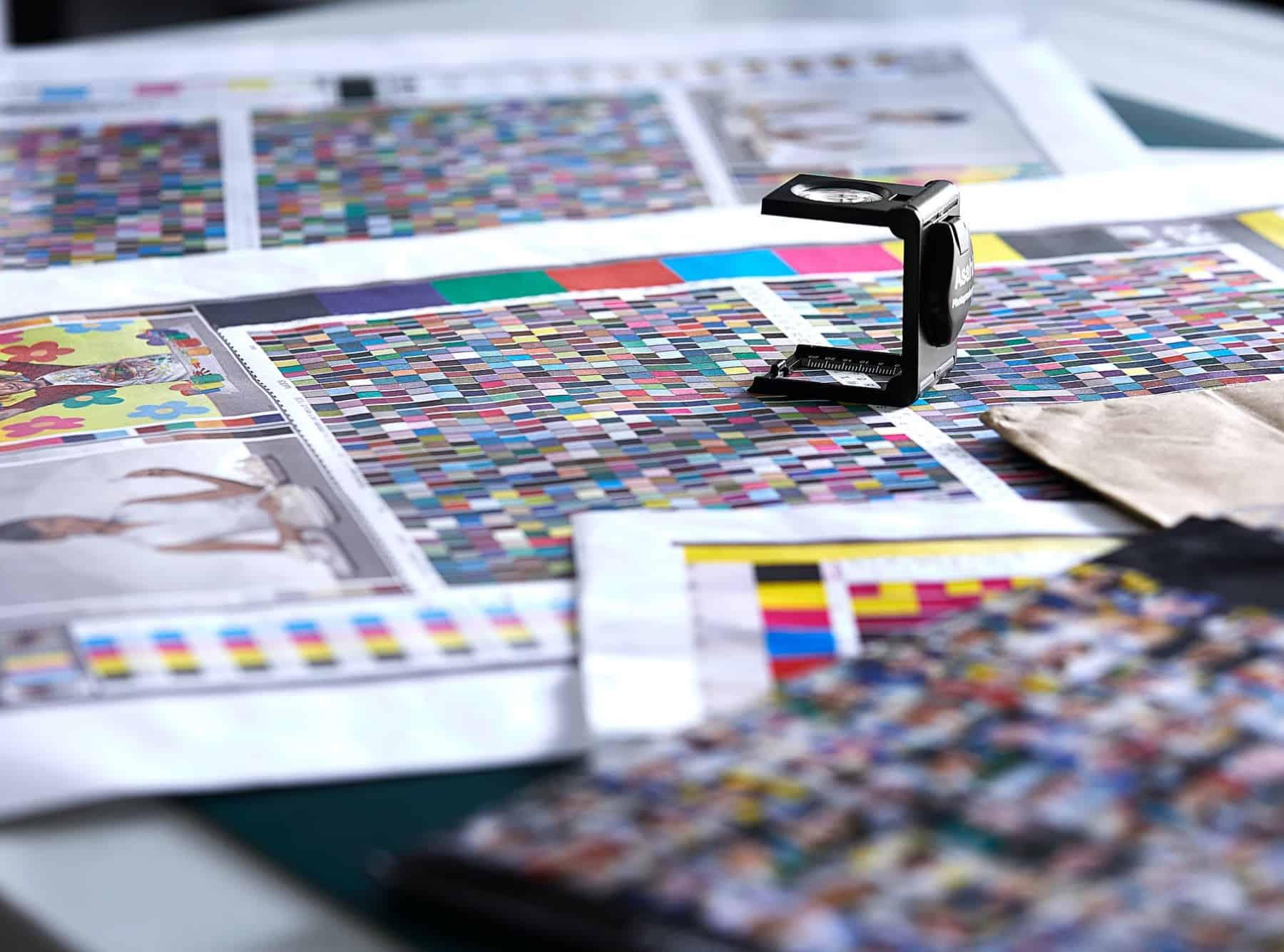 cartelle cromatiche utilizzate dai graphic designer di cartotecnica postumia per creare packaging personalizzati