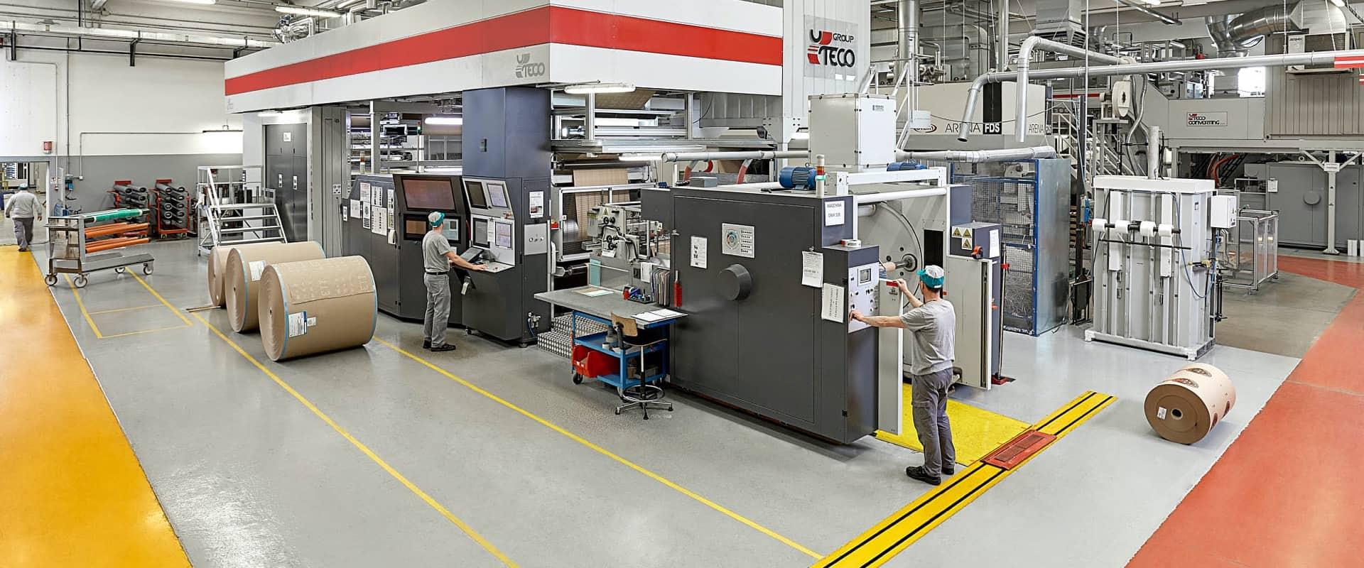 reparto dedicato alla produzione di imballaggi industriali e alimentari nello stabilimento di cartotecnica postumia